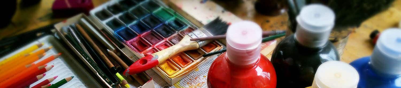 Farbmaterialien für Künstler und Künstlerinnen